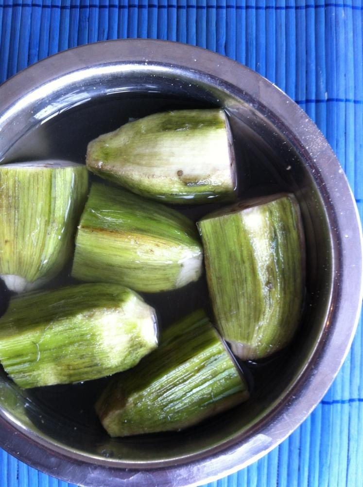 Plantain bajji with coconut chutney (2/5)